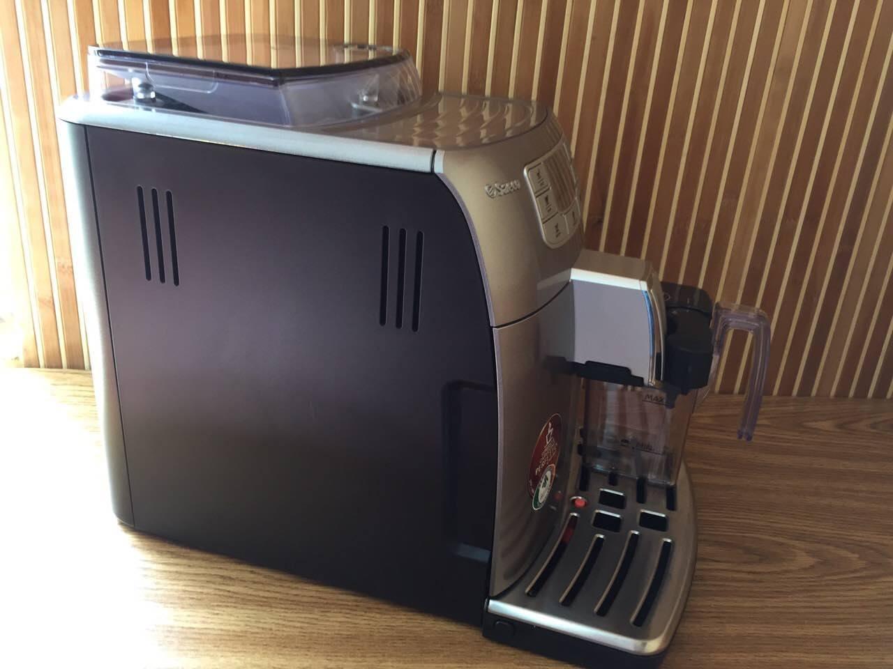Ця модель кавоварок відрізняється справжньою італійською якістю та стилем. Вона також майже безшумна порівняно з іншими подібними кавоварками. Це її основний плюс, але далеко не єдиний.