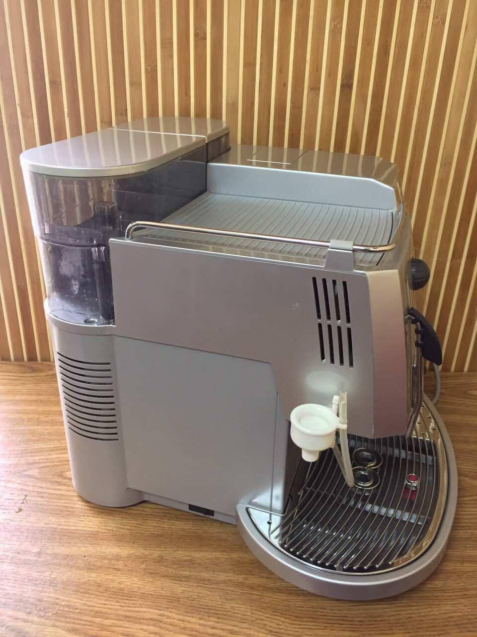 Якщо ви цінуєте каву й свій час, то вам точно потрібна кавоварка Saeco Royal Professional Redesign. Вона буде радувати вас запашною кавою кожен день.