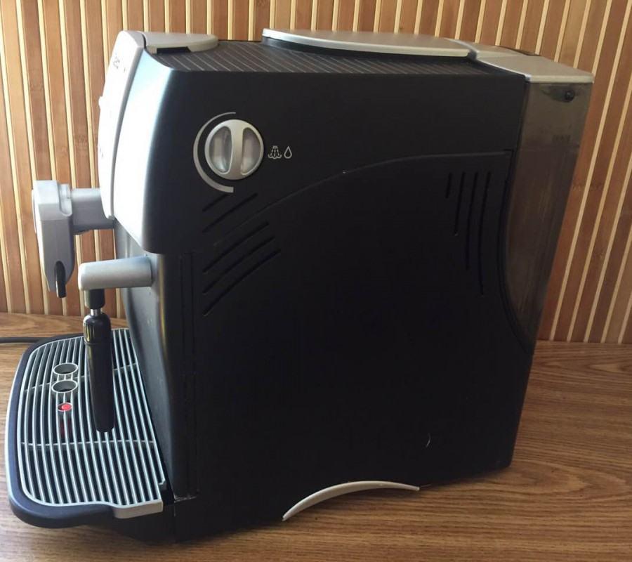 Тільки уявіть, що вам не треба більше нагрівати воду й пити несмачну розчинну каву, витрачаючи багато часу кожен ранок. Можна отримати якісну й ароматну каву швидше й економити свій час.